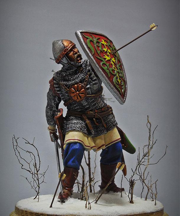 Фигурки: Русич, XIII век.