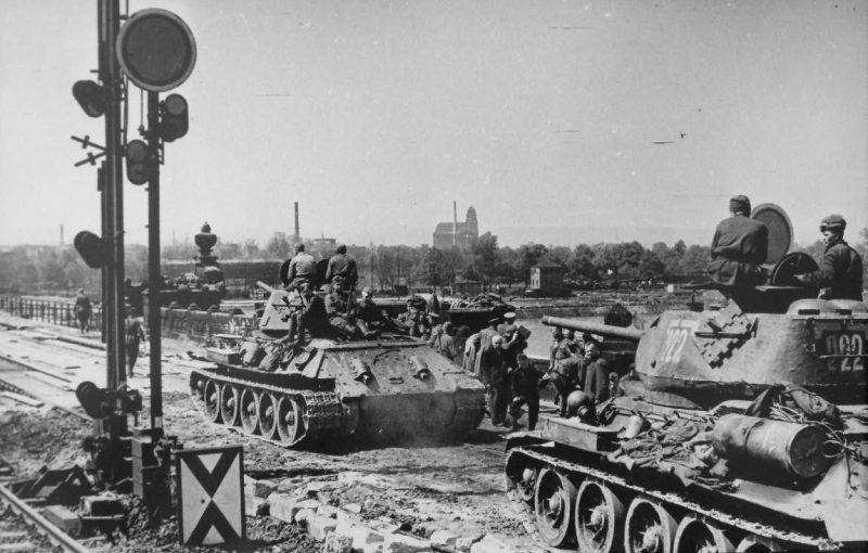 Диорамы и виньетки: Заправка танка, фото #12