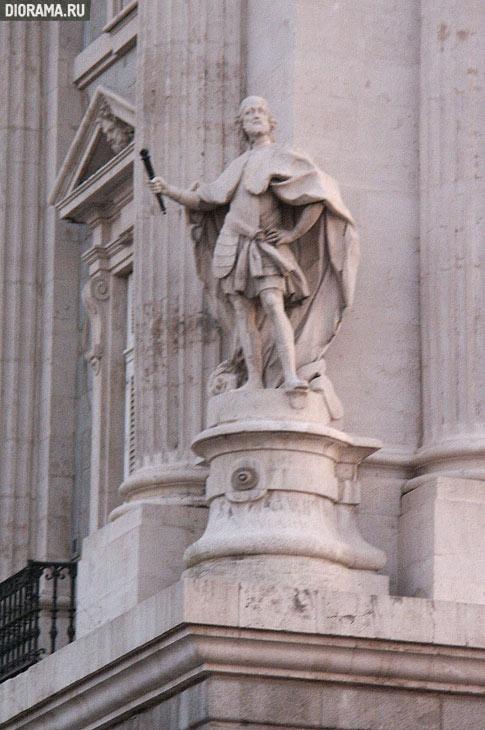 Статуя на углу здания, Мадрид (Копилка Diorama.Ru)